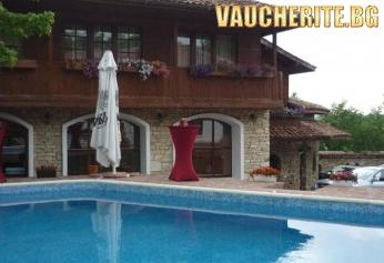 """СПА почивка за ДВАМА в Арбанаси ! Нощувка със закуска, безплатни масажи и открит басейн от хотел """"Извора"""""""