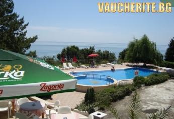Нощувка със закуска и вечеря + басейн в Хотел Рай, до Балчик