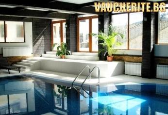 """Нощувка със закуска и ползване на басейн от хотел """"All Season Club """" , Банско"""
