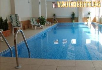 """Нощувка със закуска и ползване на СПА и басейн с минерална вода от хотел """"Аквилон Резиденс"""" , с. Баня"""