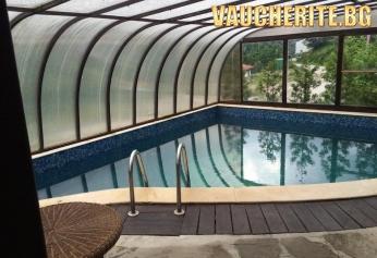 """Нощувка и ползване на басейн от хотел """"Елора"""" , Чифлик"""