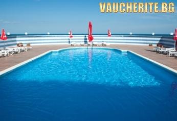 """Нощувка със закуска и вечеря + ползване на открити басейни от хотел """"Лилия"""" , Златни Пясъци"""