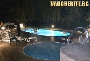 Нощувка със закуска + ползване на открит минерален басейн в Семеен хотел ИВ, Велинград