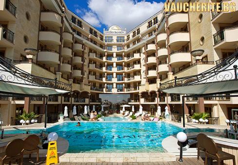 На море в Слънчев бряг!  All Inclusive на Брега на Морето + басейн, чадър и шезлонг в хотел Голдън Инa