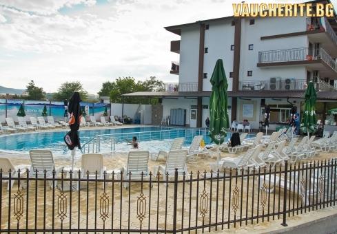 Нa почивка в село Баня, Карлово! Нощувка със закуска + ползването на открит басейн и открито калолечение от хотел Царска баня