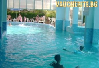 """Почивка в град Павликени! Нощувка със закуска и ползване на басейн с МИНЕРАЛНА ВОДА от Парк-хотел """"Бора"""""""