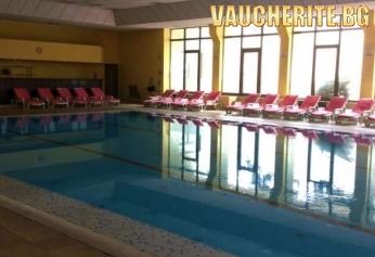 Нощувка със закуска, обяд и вечеря + ползване на закрит басейн с МИНЕРАЛНА ВОДА, джакузи сауна и парна баня от Хотел Здравец, Велинград