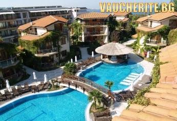 РАННИ ЗАПИСВАНИЯ! На море в Созопол! Нощувка със закуска , ползване на външен и вътрешен басейн с джакузи, шезлонг, матрак и чадър при басейна  от хотел Лагуна Бийч
