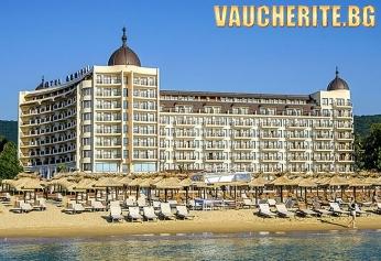 На море в Златни пясъци! Нощувка със закуска +  безплатно ползване на вътрешен и външен басейн, шезлонги и чадъри на басейна и джакузи от хотел Адмирал