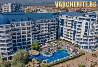 На море в Слънчев бряг! All Inclusive+ басейн, шезлонг и чадър край басейна от хотел Чайка бийч