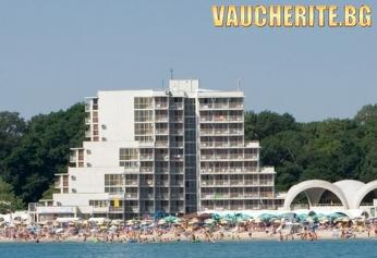 На море в Албена! Нощувка на база All inclusive + чадър и 2 шезлонга на плажа от хотел Нона