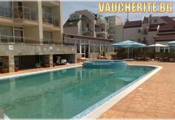 Нощувка със закуска или закуска и вечеря + ползване на открит басейн от хотел Тропикс, Свети Влас