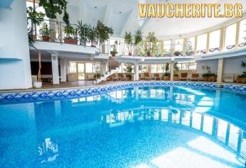 """Нощувка със закуска или закуска и вечеря + ползване на закрит плувен басейн и сауна от хотел """"Снежанка"""" , Пампорово"""