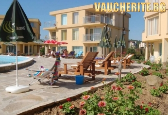Нощувка със закуска + ползване на басейн, чадър и шезлонг на басейна от Комплекс Мапи Холидей, Созопол