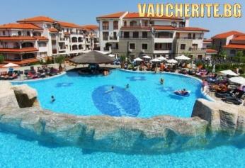 Лято в Ахелой! Нощувка със закуска и вечеря + ползване на външен и вътрешен басейн от СПА хотел Винярдс