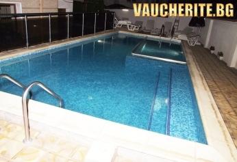 Нощувка със закуска и вечеря + ползване на топъл външен басейн и релакс зона от Семеен хотел ''Далиа'', Велинград