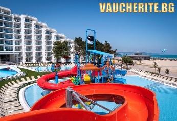 На море в Албена! Нощувка със закуска или закуска и вечеря + ползване на басейни, чадър и 2 шезлонга на плажа от хотел Маритим Парадайс Блу 5*