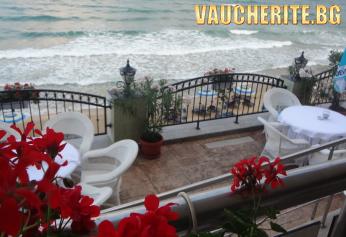 На море в Несебър! Нощувка със закуска +  ползване на басейн, чадър и шезлонг на басейна от хотел Мираж