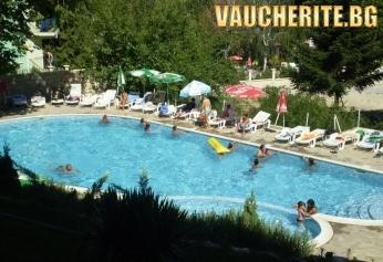 Нощувка на база All Inclusive + ползване на басейн, чадър и шезлонг от хотел Вежен, к.к. Чайка,  Златни пясъци