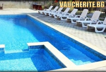 Нощувка със закуска и вечеря + ползване на басейн от хотел Венера, Приморско