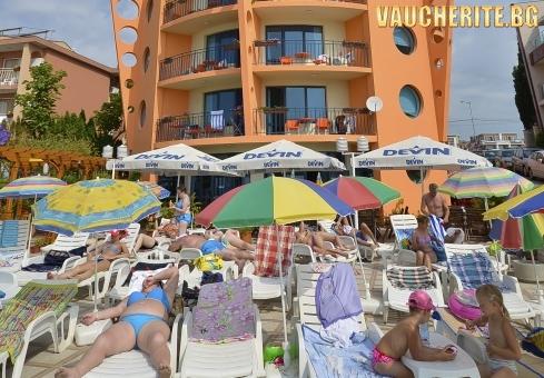Нощувка със закуска + ползване на чадър и шезлонг пред хотела /плажа от хотел от хотел Евридика, Несебър