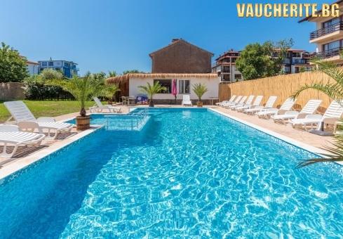 Лято в Черноморец! Нощувка + ползване на басейн, шезлонг и чадър от хотел Черноморец