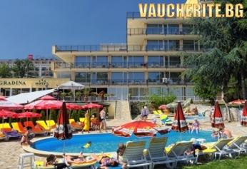 На море в Златни пясъци! Закуска, вечеря и напитки от 12.30 до 20.30 ч + ползване на паркинг, басейн, шезлонг и чадър край басейна от хотел Градина