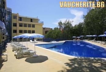 All Inclusive + ползване на басейн, шезлонг и чадър край него от хотел Блу Скай, Златни Пясъци