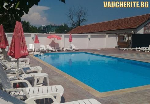 Нощувка със закуска и вечеря + ползване на басейн, шезлонги, масички и чадъри при басейна от хотел Алба Фемили Клуб, Приморско