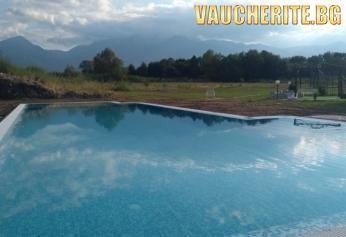 Септемврийски празници в с. Баня, до Банско! 2 нощувки със закуски и вечери + ползване на външен басейн от хотел Седем Сезона