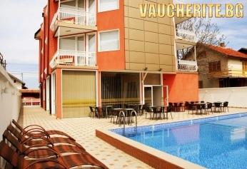 """Септемврийски празници в Сапарева Баня! 3 нощувки със закуски + ползване на вътрешен и външен басейн с МИНЕРАЛНА ВОДА, сауна, парна баня и джакузи от хотел """"Виа Лакус"""""""