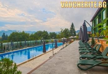 Септемврийски празници във Велинград! 2 нощувки със закуски + ползване на външен и вътрешен басейн с МИНЕРАЛНА ВОДА, сауна, парна баня и джакузи от хотел Роял Спа