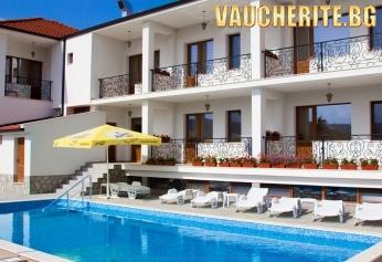 Септемврийски празници в Стрелча! 2 или 3 нощувки със закуски + ползване на басейн с топла минерална вода, джакузи, сауна и парна баня от хотел Средна гора 2