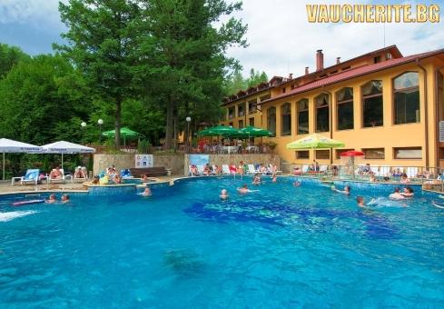 Делнична почивка в с. Чифлик! Нощувка със закуска + ползване на топъл външен минерален басейн, парна баня и сауна  от хотел Балкан
