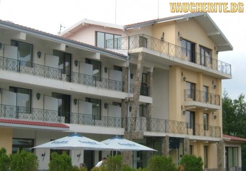 Нощувка със закуска + ползване на фитнес, интернет и паркинг от хотел Виа Траяна, Беклемето