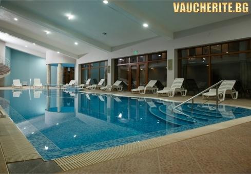 Нощувка със закуска, вечеря и една напитка по време на хранене + ползване на просторен СПА център и вътрешен отопляем басейн от хотел Панорама Ризорт, Банско