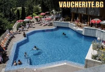 """Нощувка със закуска и вечеря + ползване на външен и вътрешен басейн  с МИНЕРАЛНА ВОДА, сауна, парна баня и джакузи от хотел """"Камена"""" , Велинград"""