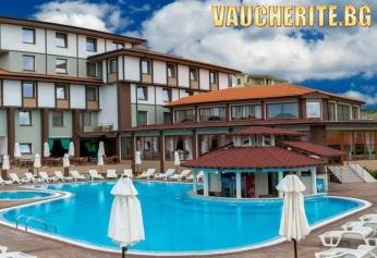 """Великден в Благоевград! 2 или 3 нощувки със закуски и празнична вечеря + ползване на външен и вътрешен басейн с МИНЕРАЛНА ВОДА, сауна, парна баня и джакузи от хотел """"Езерец"""""""