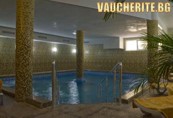 """Нощувка със закуска + ползване на минерален басейн, сауна и парна баня от хотел """"Холидей"""""""