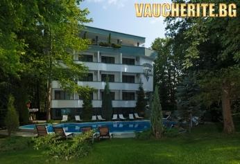 Нощувка със закуска и вечеря + ползване на външен басейн, шезлонг и детски кът от хотел Елмар, Китен