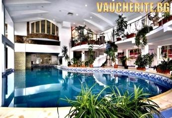 """Нощувка със закуска или закуска и вечеря + ползване на закрит плувен басейн и сауна от хотел """"Снежанка"""", Пампорово"""