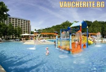 Нощувка на база All Inclusive + ползване на басейн, чадър и 2 шезлонга на плажа, детски басейн и интернет от хотел Калиакра 4*, Албена