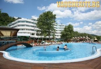 Лято в Албена! Нощувка на база All Inclusive + ползване на открит басейн, чадър и 2 шезлонга на плажа и интернет от хотел Арабела Бийч 4*