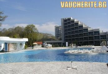 Нощувка на база All inclusive + ползване на външен басейн, чадър и 2 шезлонга на плажа от хотел Гергана, Албена