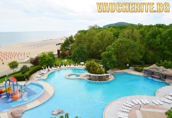 Нощувка на база All Inclusive + ползване на външен и вътрешен басейн, чадър и 2 шезлонга на плажа и интернет в общите части от хотел Лагуна Бийч 4*, Албена