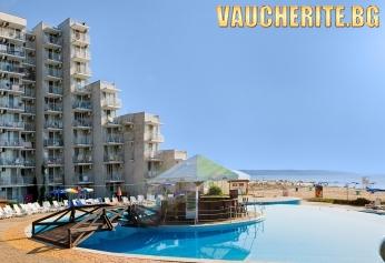 Нощувка на база All Inclusive + ползване на открит басейн, чадър и 2 шезлонга на плажа от хотел Елица, Албена