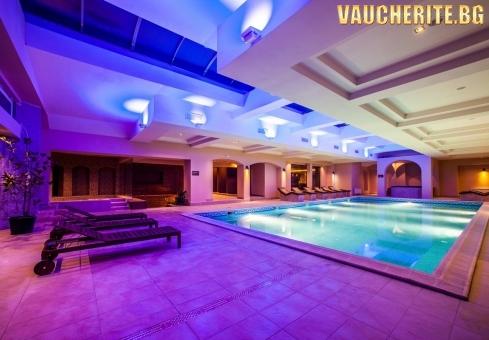 Нощувка със закуска, обяд и вечеря + ползване на външен и вътрешен басейн с МИНЕРАЛНА ВОДА, сауна, парна баня и джакузи от хотел Роял Спа, Велинград
