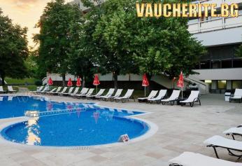 """Лято в Хисаря! Нощувка със закуска + ползване външен и вътрешен басейн, сауна, парна баня, джакузи, солна стая от Хотел """"Сана СПА"""""""