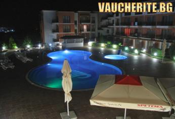 """На море в Черноморец! Нощувка със закуска и вечеря + ползване на външен басейн и шезлонг на басейна, охраняем паркинг и безплатен интернет от хотел """"Коста Булгара"""""""