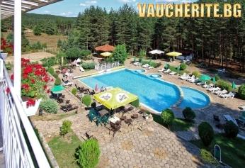 Нощувка със закуска + ползване на външен басейн, паркинг и интернет от хотел Зора, Велинград